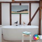 Оригинальная ванная с элементами дерева