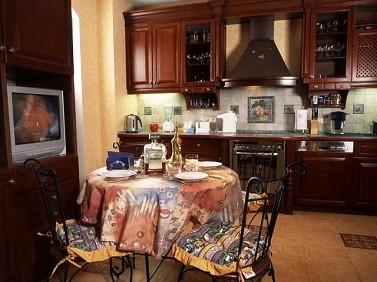 кухня в коттедже за городом