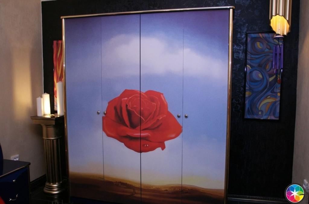 Шкаф с розой