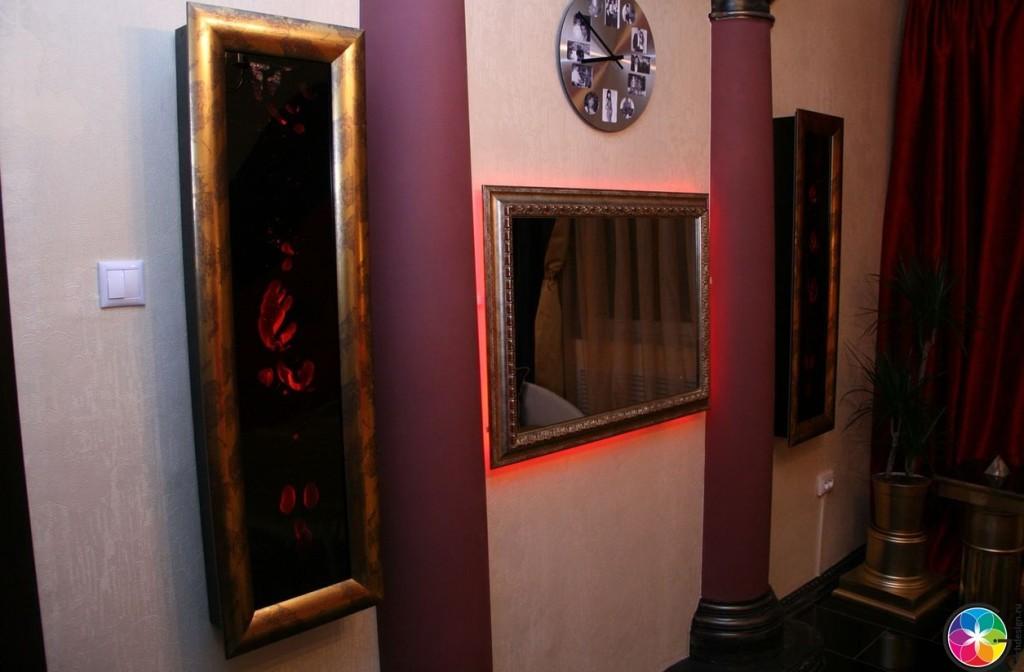 Часы и колонны в дизайне интерьера
