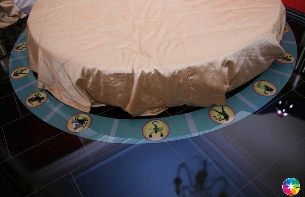 Круглая кровать в дизайне