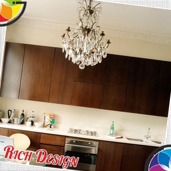 дизайн кухни с классической люстрой